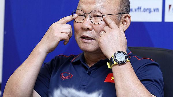 """HLV Park Hang-seo CHÍNH THỨC phải lên bàn phẫu thuật, giải quyết chứng """"hay khóc"""""""