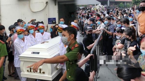 Đám đông hỗn loạn ùa vào tang lễ NS Chí Tài: Có người không đeo khẩu trang, 50 bảo vệ vẫn không kiểm soát được