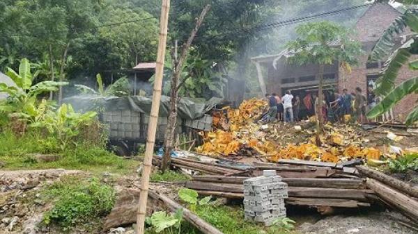Tai nạn nghiêm trọng: Xe tải m.ất phanh, ôm cua gấp phi vào nhà dân khiến 2 người ch.ết thảm