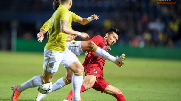 """TIN BUỒN: Tuyển Việt Nam chính thức mất đôi cánh """"Hoàng Hậu"""", tổn thất nghiêm trọng trước trận gặp Thái Lan"""