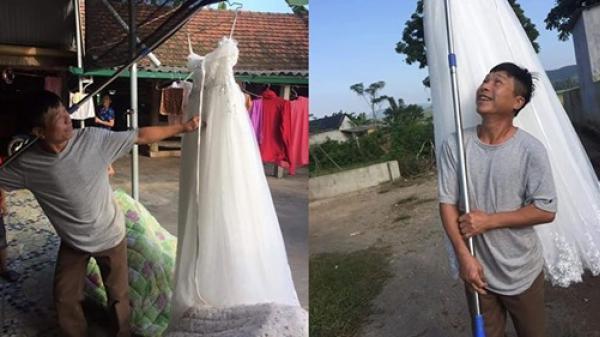 Cuối cùng con gái cũng thoát Ế, ông bố hí hửng đem váy cưới đi khoe cả làng: Con gái tôi lấy chồng rồi đấy làng nước ơi