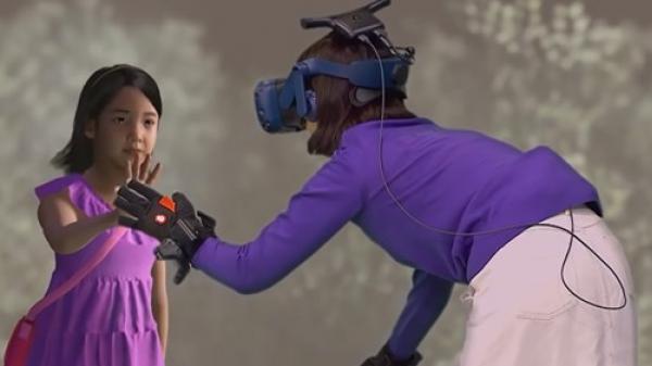 Cộng đồng mạng quốc tế không đồng tình với video cuộc gặp gỡ ảo giữa người mẹ và con gái đã mất