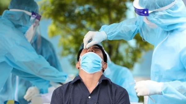 Từ trưa 3/8, cán bộ y tế Bình Định dừng làm việc ngoài giờ tại phòng khám tư nhân