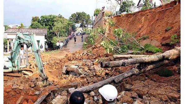Bình Định: Người dân vùng sạt lở núi Gành chưa được di dời