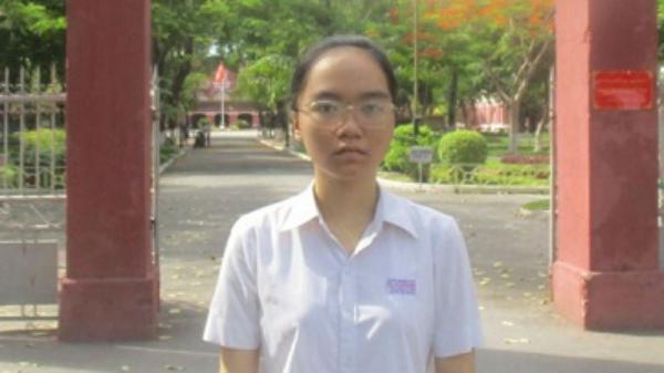 Nữ sinh Huế cặm cụi xâu vòng kiếm 15 ngàn/ngày góp tiền nhập học