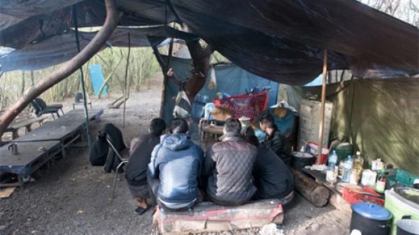 Bên trong trại ẩn náu của người Việt đang chờ sang Anh