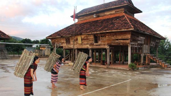 Nhà rông của dân tộc Brâu ở Pờ Y - Kon Tum
