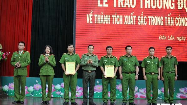 Công an Đắk Lắk thưởng đột xuất cho nhóm tr.i.ệ.t ph.á ổ b.ạ.c KHỦNG
