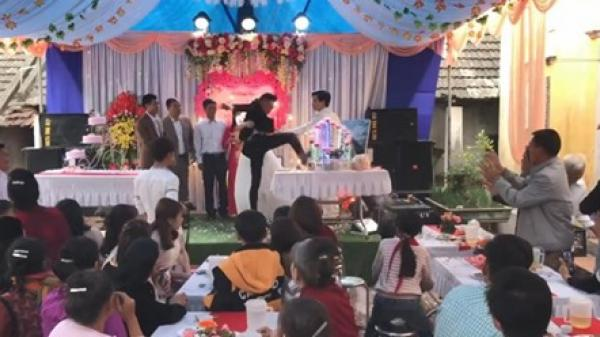 [Clip]: Chú rể p.h.á t.an đám cưới vì bố không chịu cầm ly r.ư.ợ.u mừng