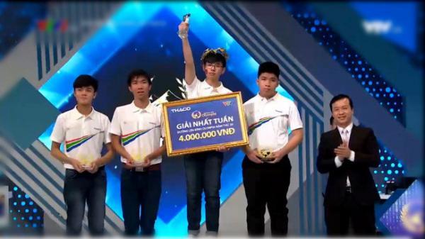 Nam sinh Đắk Lắk thắng áp đảo 3 bạn cùng chơi ở 4 vòng thi, xuất sắc giành vòng nguyệt quế Đường lên đỉnh Olympia