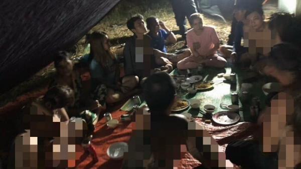 Đắk Lắk: Nửa đêm hàng chục nhân viên massage vẫn tụ tập ăn nhậu, bất chấp lệnh cấm