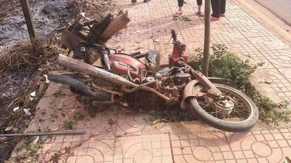 Đắk Lắk: Xe máy va chạm mạnh với xe khách, người phụ nữ trung niên tử vong tại chỗ