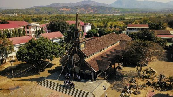 Kiệt tác Nhà thờ Gỗ Kon Tum hơn 100 năm tuổi mang đậm sắc màu Tây Nguyên