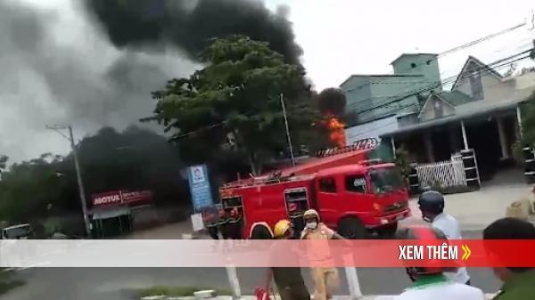 VỪA TRƯA NAY: Cháy lớn tại cây xăng làm 1 người chết, 2 người bị thương