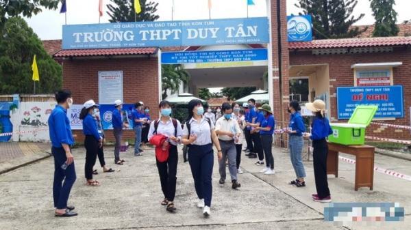 Đắk Nông: xe cấp cứu chở thí sinh diện cách ly đi thi, thầy cô lo lắng