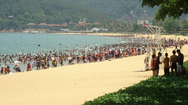 Bình Định: Chấm dứt thu phí đối với tổ chức, cá nhân vui chơi tại bãi biển Quy Nhơn