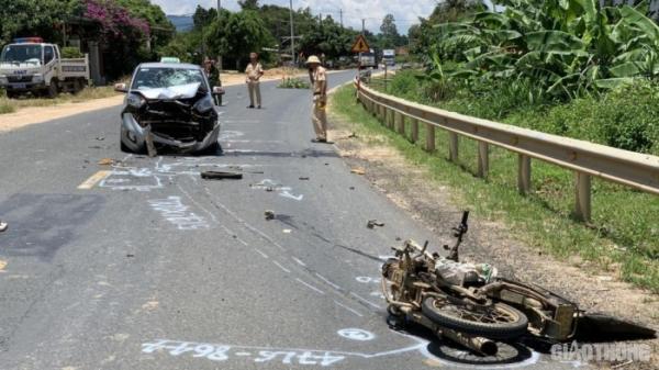 VỪA TRƯA NAY tại Đắk Lắk: Va chạm mạnh với ô tô, người đàn ông tử vong, hiện trường tan nát