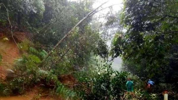 Thương tâm tại Kon Tum: Đi qua điểm sạt lở, 1 sinh viên bị nước lũ cuốn tử vong