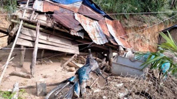 Sạt lở kèm lũ quét ở Quảng Ngãi khiến 6 căn nhà bị cuốn trôi, rất may không gây thiệt hại về người