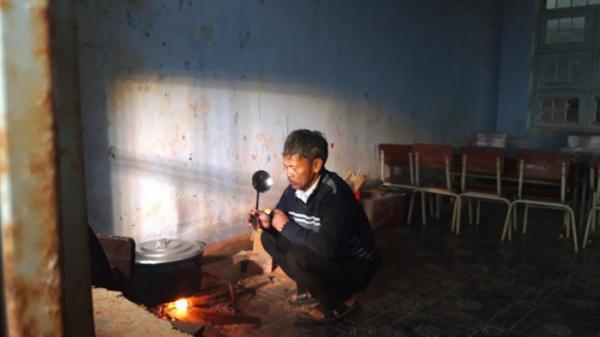 Kon Tum: Người thầy chăm chút từng bữa cơm cho học trò vùng cao