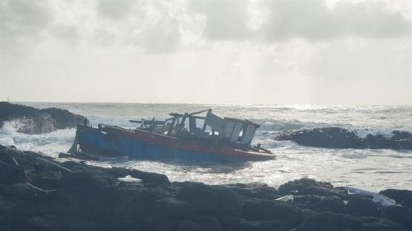 Quảng Ngãi: Cứu nạn thành công 3 ngư dân bị chìm tàu trong đêm