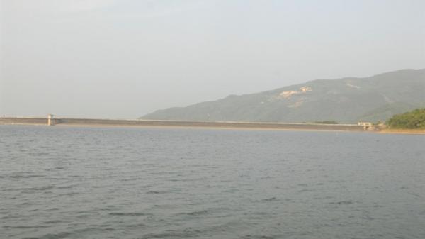 Mưa lớn, 135 hồ chứa ở Bình Định đã tích đầy nước