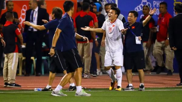 Quang Hải chưa kịp ra sân thì trọng tài thổi còi hết trận chung kết