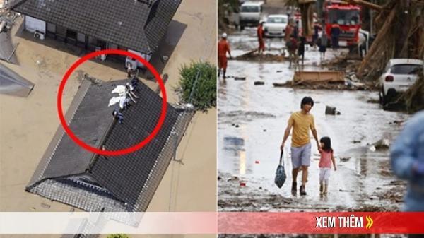 Mưa lớn kỉ lục gây lũ lụt nghiêm trọng ở Nhật Bản: Nhà cửa chìm trong biển nước, người dân phải trèo lên mái chờ giải cứu