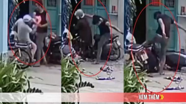 Clip: Nam thanh niên xô đẩy, đánh đập cha mẹ ngã dúi dụi trước cửa nhà khiến nhiều người phẫn nộ