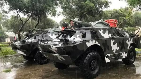 Xe bọc thép được điều động đến vùng tâm bão từ Quảng Ngãi đến Khánh Hòa để giúp dân chống bão Nakri.
