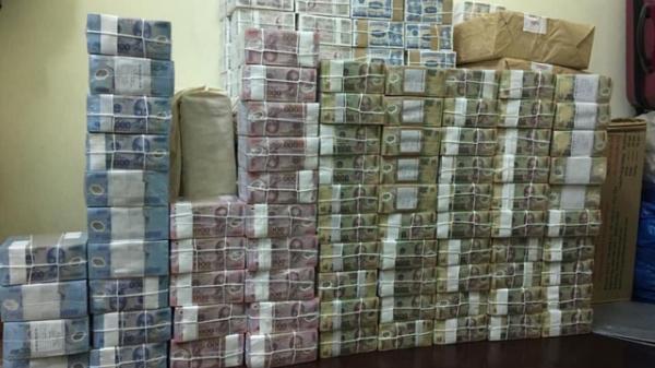 Đổi tiền mới trên mạng rầm rộ, phí cao ngất ngưởng, đề phòng tiền g.iả