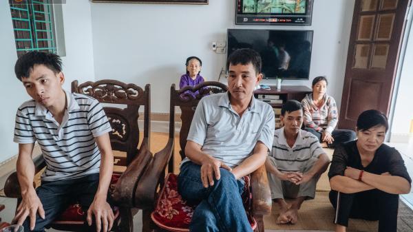 Gia đình đau xót lên tiếng vụ bé trai 15 tháng tuổi sùi bọt mép trên tay mẹ rồi tử vong sau mũi tiêm