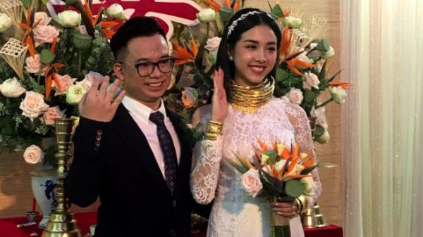 """Á hậu Thúy An đeo vòng vàng ứ cả cổ, kín tay ở đám cưới, netizen gật gù: Lấy chồng là gánh nặng, nhưng """"nặng"""" thế này thì còn gì bằng"""