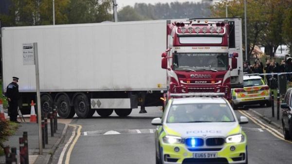 Chính trường Anh tranh cãi gay gắt vụ 39 người c h ế t t trong container