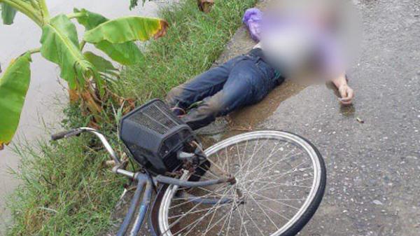 Sau khi thấy đôi dép và chiếc xe đạp bên sông, người dân bàng hoàng phát hiện thi thể nam thanh niên dưới sông