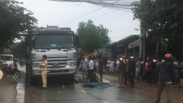 Xe ben chở cát cá.n t.ử v.ong người phụ nữ đang bă.ng qua đường trong cơn mưa