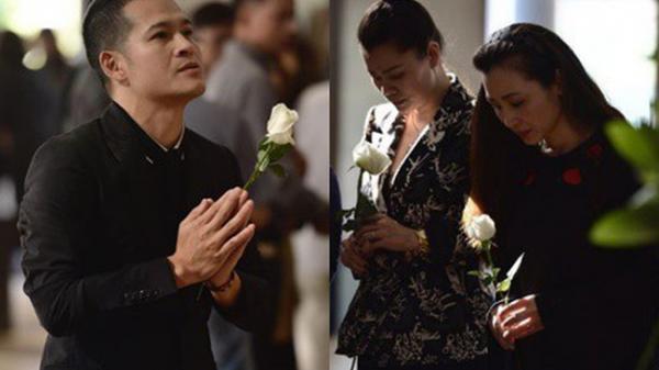 """Việt Tú, Khải Anh cùng nhiều nghệ sĩ Việt xót xa tới dự đám tang của con gái đạo diễn """"Những ngọn nến trong đêm"""""""