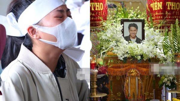 Lễ an táng diễn viên Hải Đăng: Vợ sắp cưới suy sụp ôm di ảnh, người thân khóc nghẹn tiễn đưa