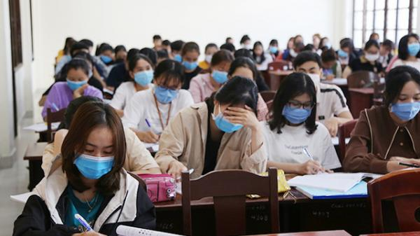 Hàng loạt trường ĐH ở TP HCM cho sinh viên nghỉ học để phòng dịch bệnh Covid-19