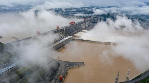 Đỉnh lũ mới ở Trường Giang: Trung Quốc nói tình hình nghiêm trọng, điều tồi tệ sắp tới và nhiệm vụ của đập Tam Hiệp