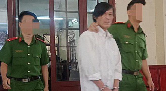 Bị cáo Hùng bị áp giải về trại gi.am. Ảnh: Cù Hiền