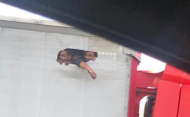 Hình ảnh được một tài xế ghi lại trên đường M25, gần sân bay Heathrow. Ảnh: Mirrorpix