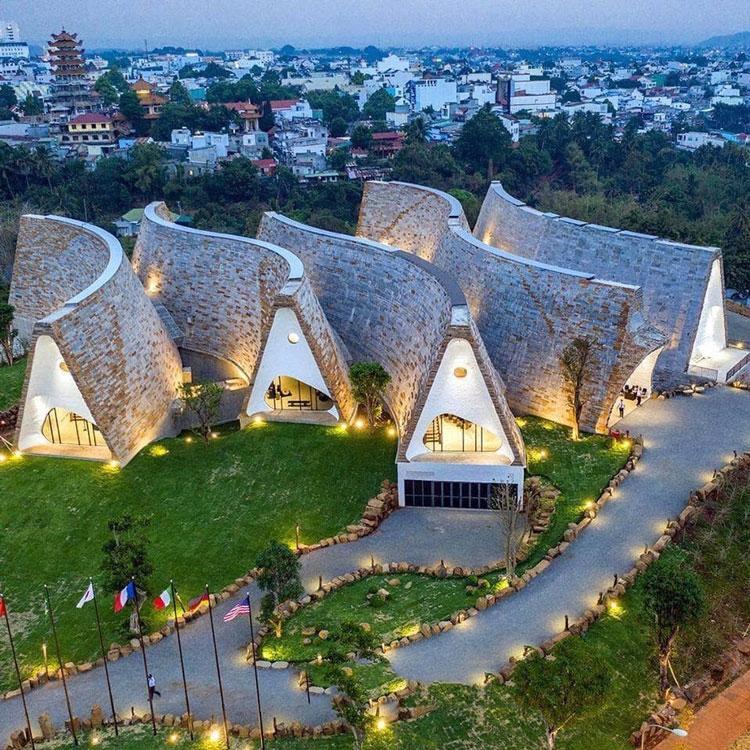 Bảo tàng cà phê lớn nhất thế giới mang âm hưởng Tây Nguyên, thủ phủ cà phê thế giới chụp từ trên cao (ảnh Trung Nguyên).
