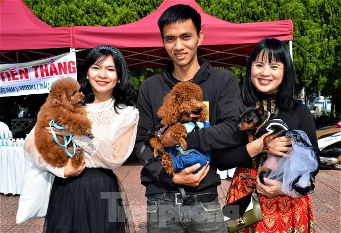 Nhóm bạn dự thi Thời trang chó đến từ thị trấn Phước An, huyện Krông Pắk, Đắk Lắk