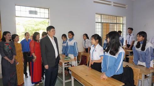 Giám đốc Sở GD-ĐT Đắk Lắk kiểm tra, động viên tinh thần học sinh