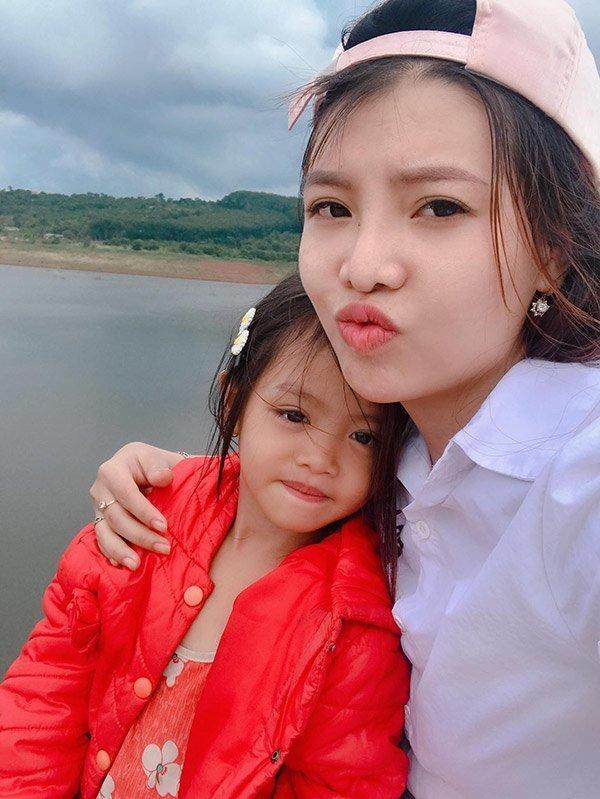 Cô con gái của Kim Phượng đã chuẩn bị bước vào lớp 1