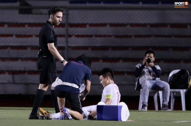Tìm ra Info cầu thủ Singapore va chạm khiến Quang Hải đau đớn rời sân sớm: Chiều cao khủng hơn cả Văn Hậu, có bố là HLV trưởng của đội - Ảnh 2.