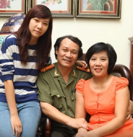 Diễn viên Nguyễn Hải bên vợ và con gái.