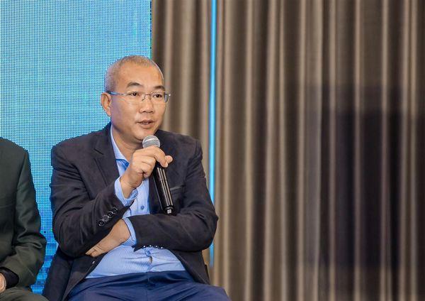 Đạo diễn Nguyễn Danh Dũng trải lòng về sự thành công của bộ phim Về nhà đi con.